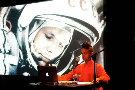 2012_KK_Afrogalactica_(Gorki_Theater_Berlin_2014)_News