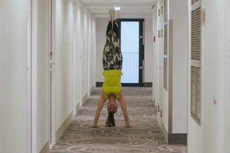 2018_AW_Koerper_In_Arbeit_(Hotel_01)_Still_01
